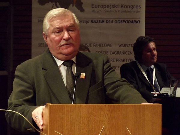 Prezydent Lech Wałęsa wycofał poparcie dla rządu Jana Olszewskiego jeszcze zanim zaproponowano przyjęcie uchwały lustracyjnej.