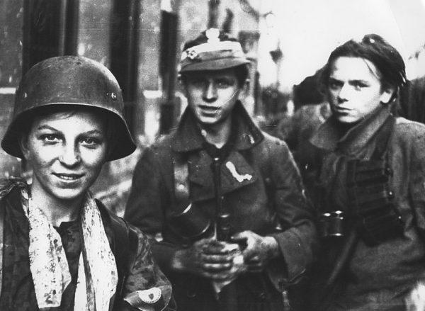 Wytrwałość powstańców w Warszawie wpędziła rządy w Londynie i Waszyngtonie w straszne tarapaty - pisze z przekąsem Norman Davies.