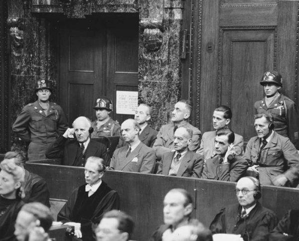 W tak zwanym procesie ministerstw sądzono szereg wysoko postawionych funkcjonariuszy III Rzeszy.