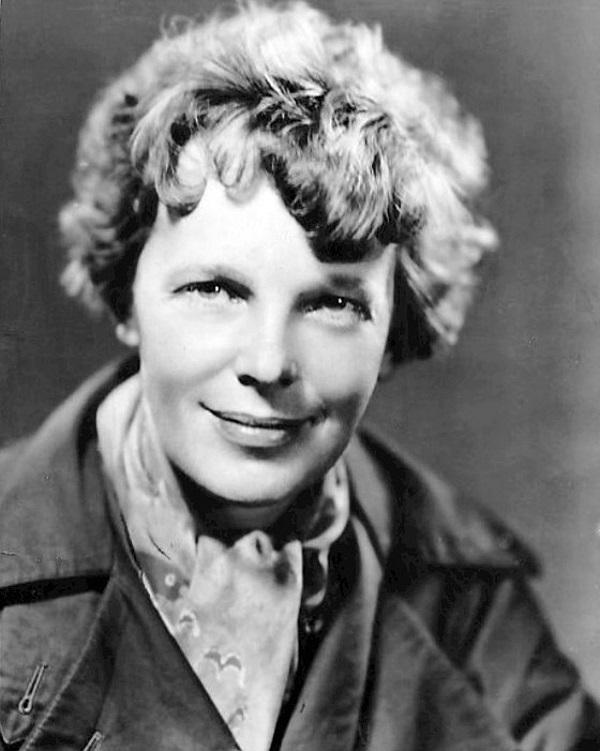 Amelia Earhart w 1935 roku (fot. domena publiczna)