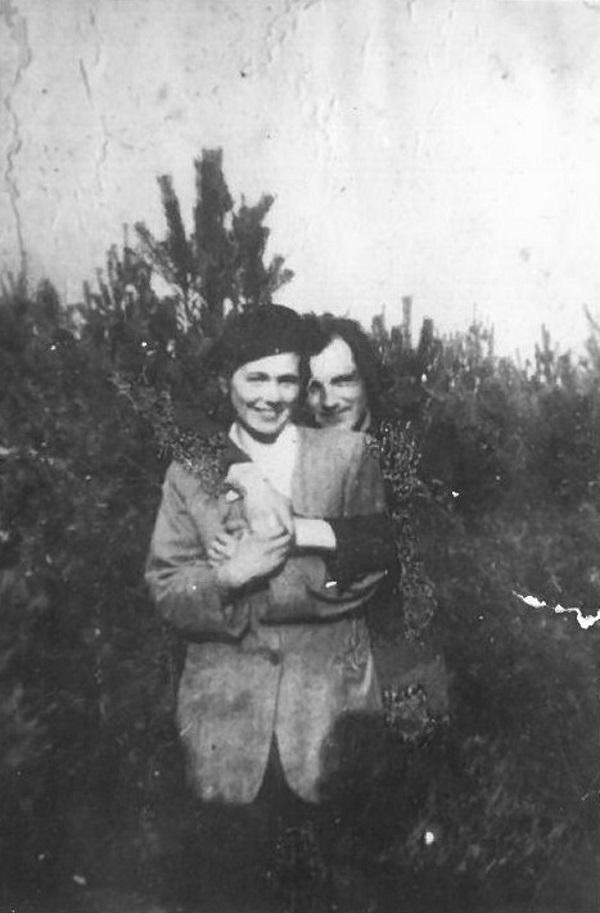 """Anastazja i """"Pilot"""" (fot. materiały prasowe wydawnictwa Znak Horyzont)"""