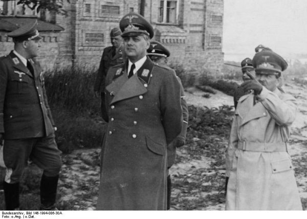 Alfred Rosenberg początkowo nie miał najlepszego zdania o możliwościach intelektualnych Hitlera.