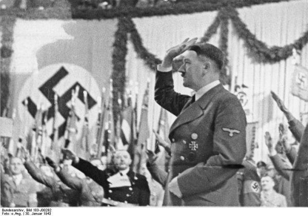 Himmlerowi wystarczyła lektura przemówień Hitlera, by uznać go za geniusza.