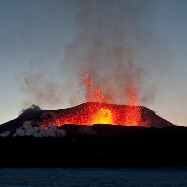 Erupcja wulkanu na Islandii (fot. Olikristinn, lic. CCA-SA 3.0 U)