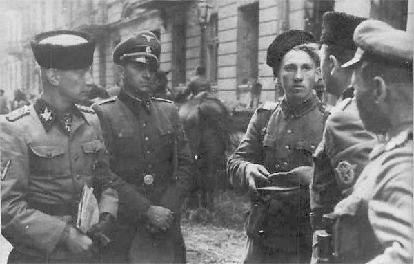 Generał Heinz Reinefarth (pierwszy z lewej) w trakcie powstania warszawskiego kierował niemieckimi oddziałami odpowiedzialnymi za rzeź Woli.