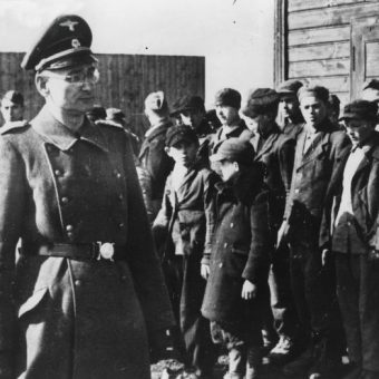 Apel w Obozie wychowawczym dla młodych Polaków Policji Bezpieczeństwa w Łodzi.