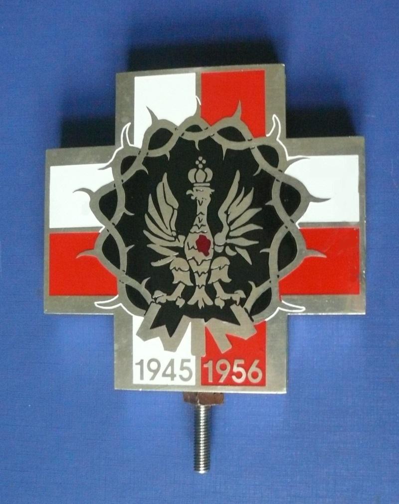 Krzyż zrzeszenia Wolność i Niezawisłość, jednego z pogrobowców Armii Krajowej (fot. Tomasz Zugaj, lic. GNU FDL)