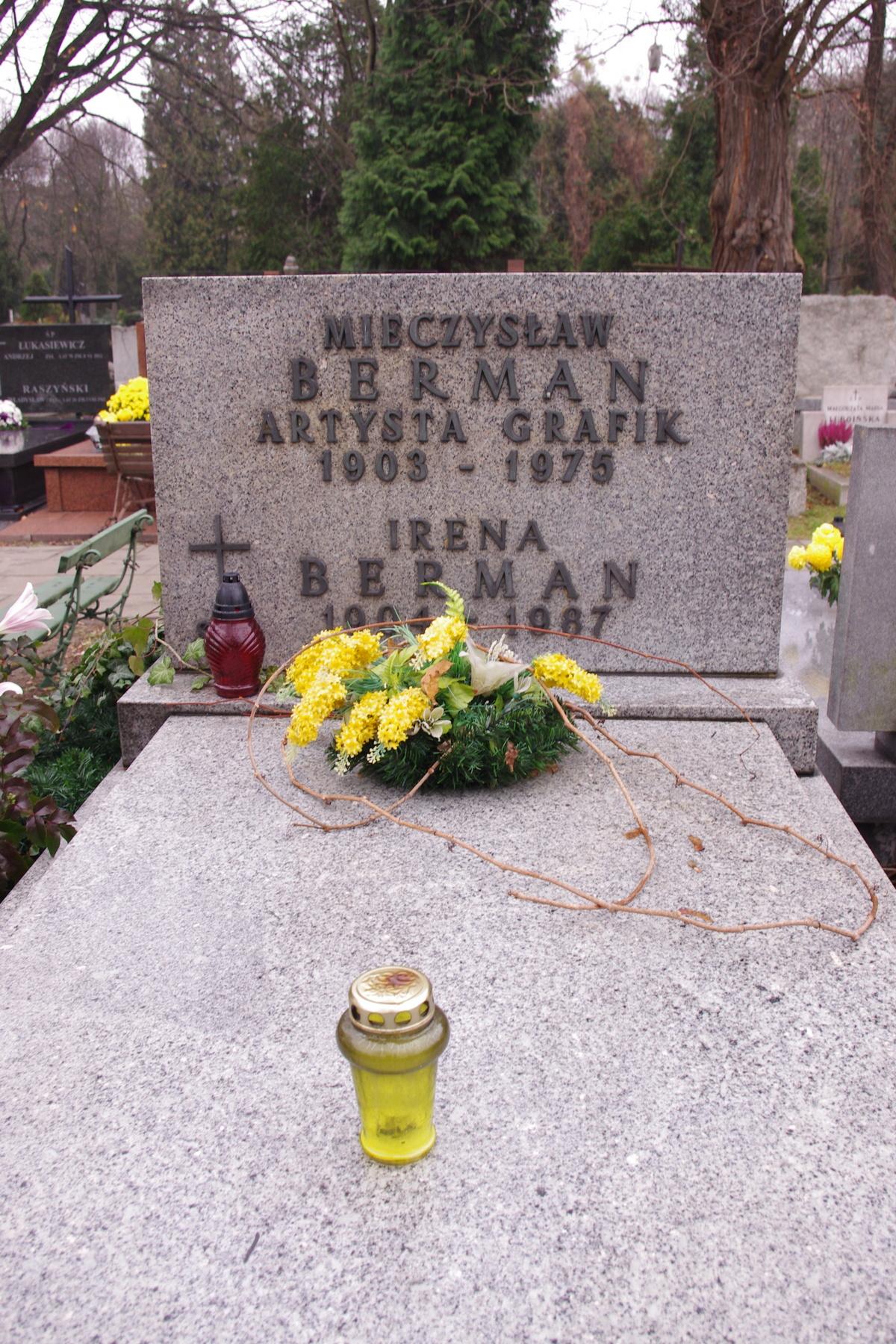 """Grób Mieczysława Bermana na Cmentarzu Wojskowym na Powązkach w Warszawie. """"Czerwony monter"""" zmarł 31 grudnia 1975 roku."""