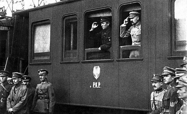 Semen Petlura i Józef Piłsudski na zdjęciu wykonanym w trakcie wyprawy kijowskiej.