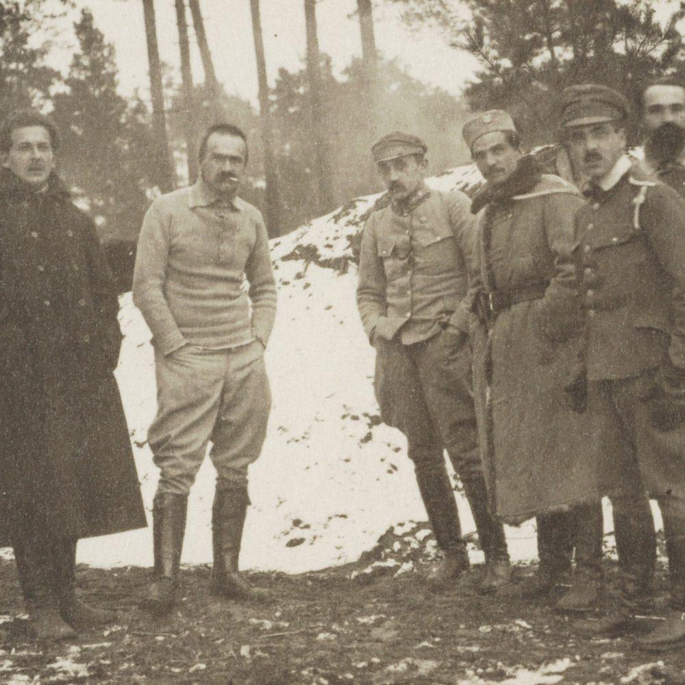 Piłsudski i oficerowie podczas kampanii wołyńskiej