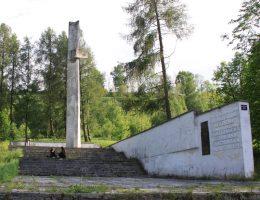 Pomnik bohaterów Republiki Pińczowskiej u podnóża Góry Byczowskiej (fot. Jarosław Roland Kruk / Wikipedia, lic. CC-BY-SA-3.0)