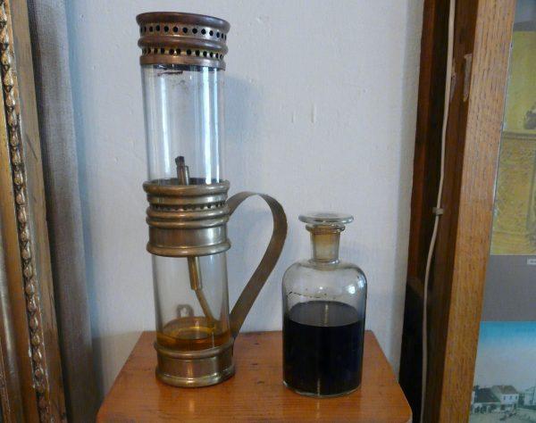Prototyp lampy naftowej, który można zobaczyć w Muzeum Regionalnym PTTK w Gorlicach.