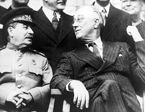 Nie tylko Stalina nie udało się zmobilizować w 1944 roku do pomocy Polakom. Rezerwę zachowali również Amerykanie.