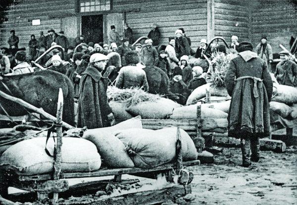 W latach 30. przytłaczająca większość Ukraińców mieszkała na wsi. W związku z tym kwestia chłopska była jednocześnie kwestią ukraińską.