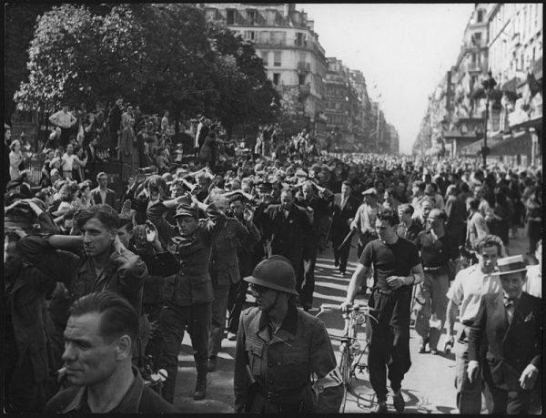 W sierpniu 1944 roku Niemcy wycofywali się z Francji. Nie był to jednak koniec niebezpieczeństw - społeczeństwo przystąpiło bowiem do samosądów.