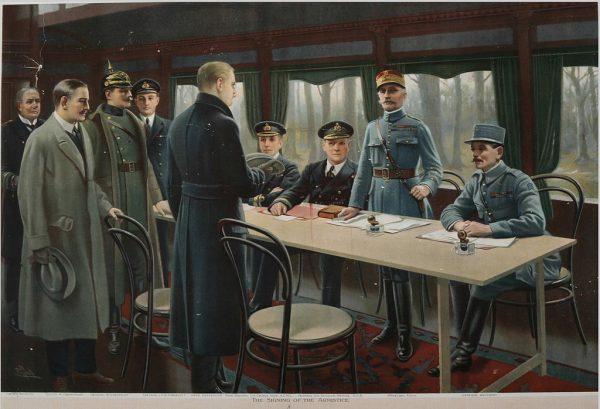 Rozejm w Compiègne, podpisany 11 listopada 1918 roku, kończył I wojnę światową. Na ilustracji marszałek Ferdinand Foch przyjmujący delegację niemiecką.