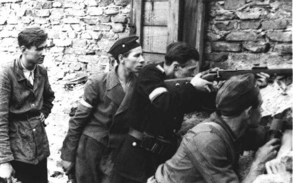 Powstańcy liczyli na pomoc aliantów, ta jednak nigdy nie nadeszła.
