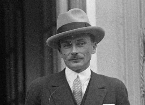 """""""Paryskiego haute couture nie można nigdzie przenieść ani w całości, ani po kawałku"""" pisał Lucien Lelong, szef Związkowej Izby Krawiectwa."""