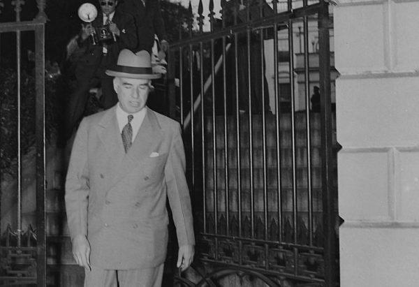 """Amerykański sekretarz stanu, Edward Stettinus, przekonywał, że USA ma """"moralny i każdy inny obowiązek"""" nieść pomoc powstańcom w miarę swoich możliwości."""
