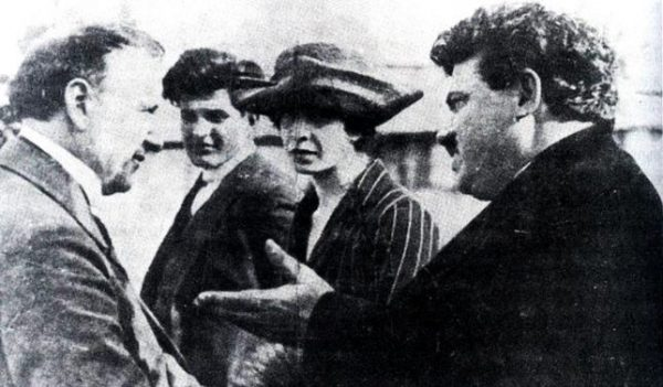 Koniec bułgarskiego polityka Aleksandyra Stambolijskiego (na zdjęciu pierwszy z prawej) był tragiczny. Utracił on władzę w wyniku wojskowego zamachu stanu, a następnie został brutalnie zamordowany.