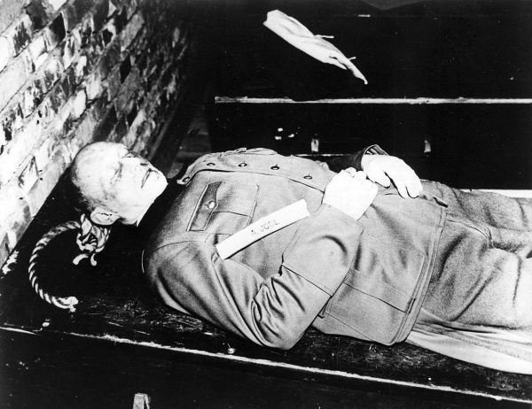 Śmierć przez powieszenie była karą wymierzoną wielu nazistowskim zbrodniarzom. Na zdjęciu Alfred Jodl (fot. domena publiczna)