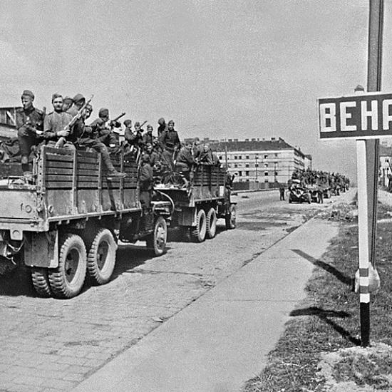 Pierwsze oddziały Armii Czerwonej pojawiły się na przedpolu Wiednia w pierwszym tygodniu kwietnia 1945 roku.