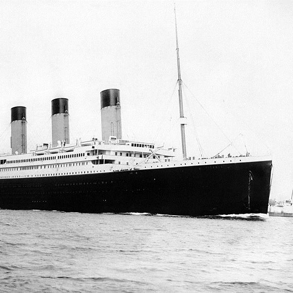 Titanic, zwodowany w 1911 roku, zatonął w trakcie swojego pierwszego rejsu przez Atlantyk.