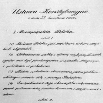 Konstytucja kwietniowa weszła w życie dzień po podpisaniu przez prezydenta, 24 kwietnia 1935 roku.