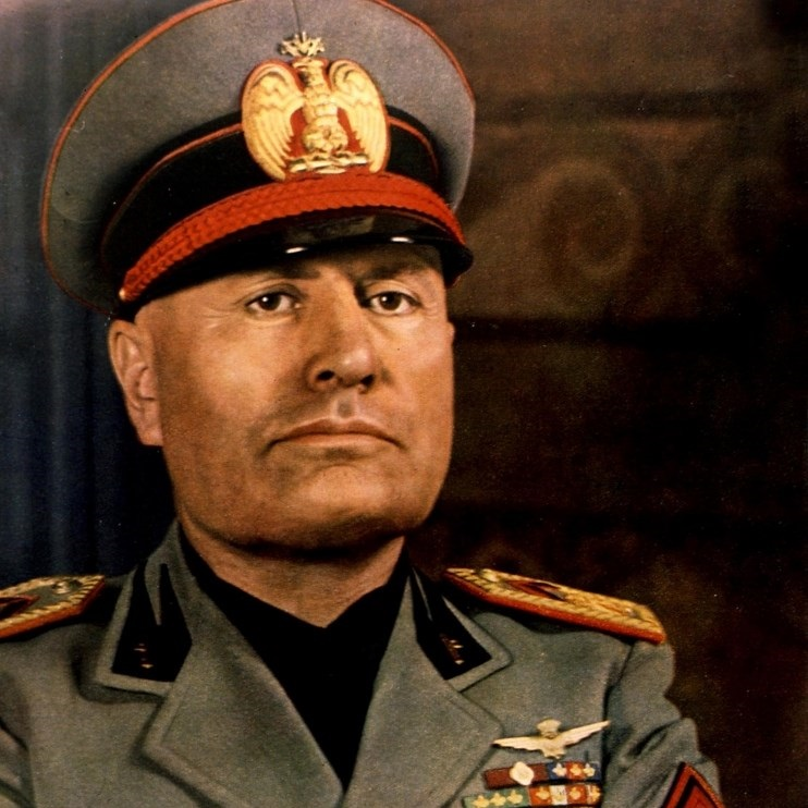 Mussolini został schwytany przez komunistyczną partyzantkę w trakcie próby przedostania się do Szwajcarii.