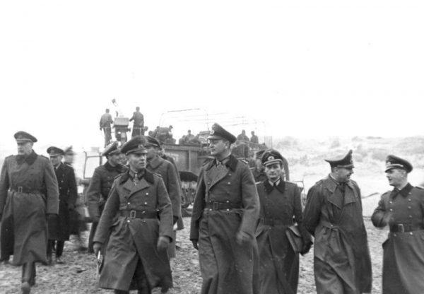Pod koniec wojny wielu niemieckich oficerów zdawało sobie sprawę, że jedynie pozbycie się Hitlera umożliwiłoby im negocjacje pokojowe z aliantami.