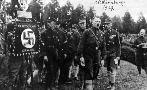 """""""Tylko on dawał jakąś nadzieję uratowania ojczyzny"""" - pisał o Hitlerze jeden z jego młodych zwolenników."""