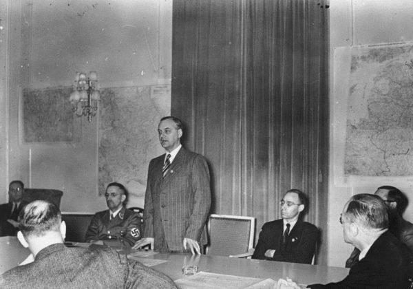 Rosenberg pozostawał wiernym towarzyszem Hitlera od czasów monachijskich.