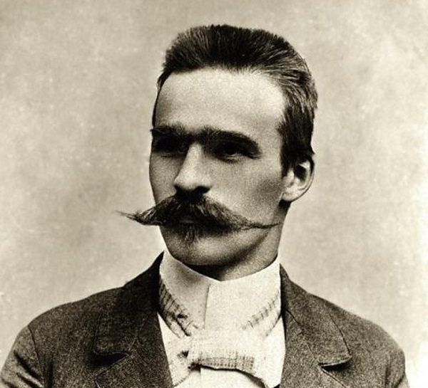 Józef Piłsudski był wychowywany w duchu patriotyzmu. Zdjęcie z 1899 roku.
