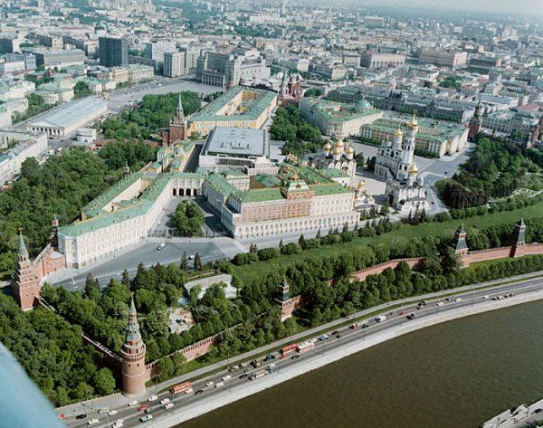 """Negocjacje toczyły się w """"Kąciku"""" Stalina na Kremlu."""