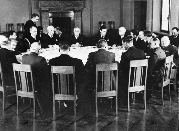 Czy możemy mieć pewność, że Stalin podczas spotkań Wielkiej Trójki rzeczywiście usłyszał to, co przywódcy państw zachodnich chcieli mu przekazać?