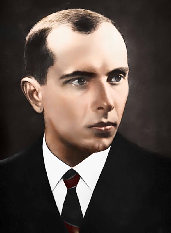 """Stepan Bandera był ukraińskim politykiem o poglądach skrajnie nacjonalistycznych (przez część badaczy, w tym Rossolińskiego-Liebe, określanych jako faszystowskie). Pośmiertnie odznaczony został przez prezydenta Wiktora Juszczenkę tytułem """"Bohatera Ukrainy""""."""