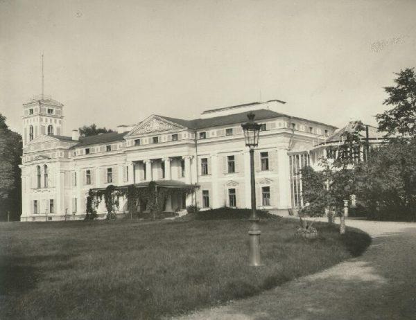 Lata spędzone w Wilnie były dla Piłsudskiego także okresem pierwszych prób literackich i dziennikarskich.