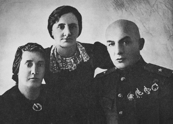Zdjęcie Karola Świerczewskiego z Moskwy (fot. domena publiczna)