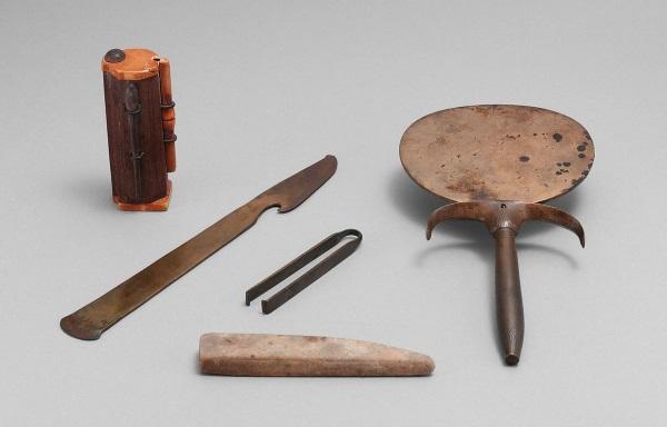 Starożytny egipski zestaw do makijażu. (Metropolitan Museum of Art)