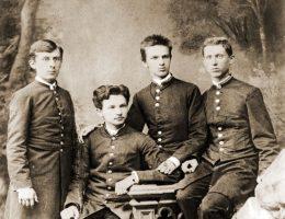 Józef Piłsudski (trzeci z lewej) był uczniem zdolnym, lecz dość krnąbrnym. I niechętnie mówił po rosyjsku.