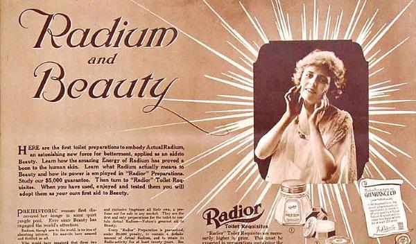 """Zabójcze kosmetyki? Niestety jednym z popularnych preparatów tuż po I wojnie światowej, używanym do produkcji urodowych specyfików, był radior, który miał dodawać """"radioaktywnego blasku"""". Reklama z 1918 roku."""