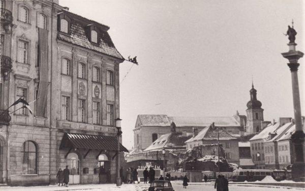 W 1957 r. tylko w Warszawie było ok. 420 warsztatów produkujących wyroby z tworzyw sztucznych.