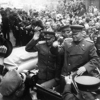 Na czele 1 Frontu Ukraińskiego, który wszedł do Pragi 9 maja, stał feldmarszałek Iwan Koniew.