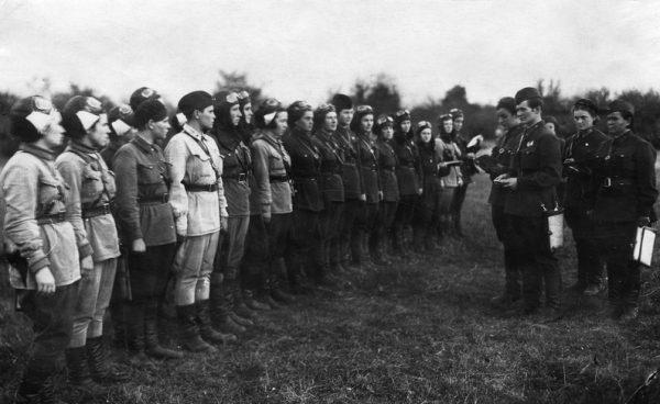 Radzieckie kobiety odegrały ważną rolę w II wojnie światowej - spora ich liczba służyła w armii. Na zdjęciu 588. pułk bombowców nocnych w 1942 roku.