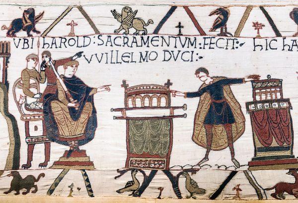 """Feudalizm zaczął funkcjonować w Anglii wraz z najazdem Wilhelma Zdobywcy. Na ilustracji przysięga składana księciu Normandii z """"Bayeux Tapestry""""."""
