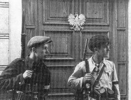 Akcja N była jedną z większych akcji dywersyjno- propagandowych Armii Krajowej. Na zdjęciu żołnierze AK podczas jednej ze swoich akcji.
