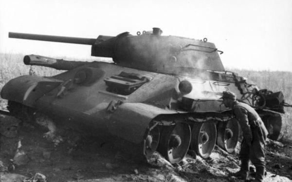 Na froncie wschodnim niemieckie jednostki po raz pierwszy zetknęły się z czołgiem T-34.