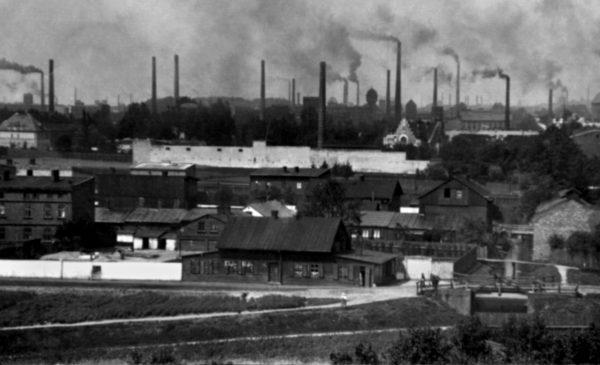 Dymy nad Łodzią. Fotografia przedwojennej aglomeracji, w której bieda i desperacja zradzały najgorsze patologie.