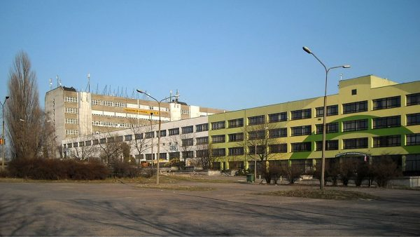 Prace nad produkcją tkanin ze sztucznych włókien trwały między innymi w łódzkim Instytucie Włókiennictwa.
