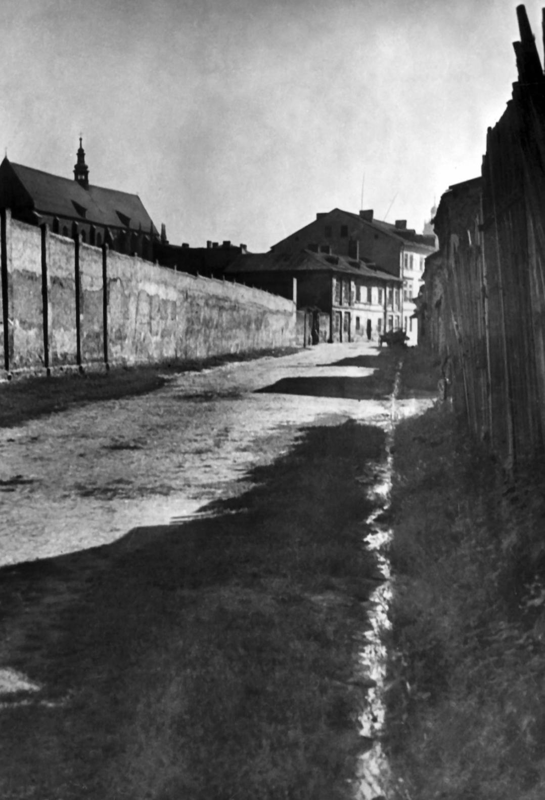 Zaułki Krakowa na przedwojennej fotografii